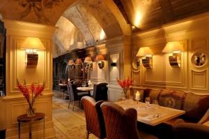 Eleganckie klimatyczne restauracji wnętrze DSC 0895x