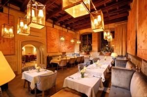 Środek i stoliki restauracji DSC 0951xx